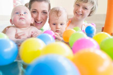 Babyschwimmen (3-12 Monate) (7 Einheiten) (Di 8.45 Uhr/Di 11 Uhr)